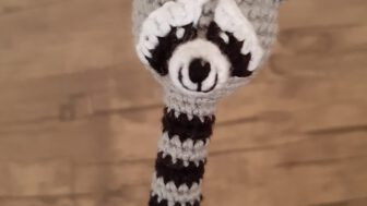 Eğlenceli Amigurumi Rakun Başlık
